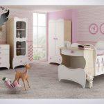 سرویس خواب نوزاد (دومنظوره)به همراه کمد-ویترین - دراور- شلف دیواری رنگ سفید-قهوه ای روشن